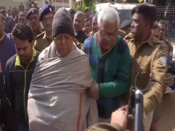 RJD supremo Lalu Prasad Yadav being taken to special CBI court in Ranchi amid heavy security.