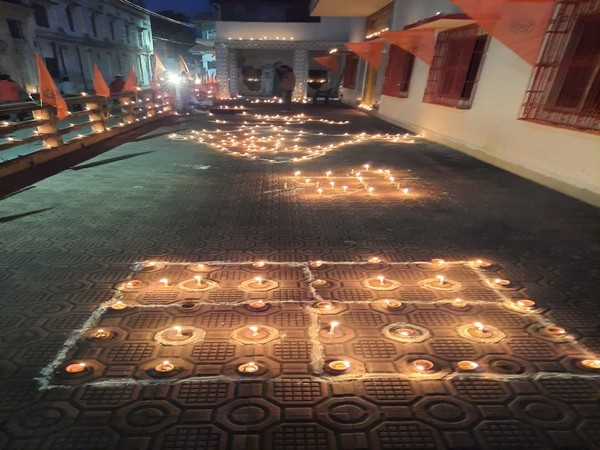 Devotees light earthen lamps at Tapasvi Chhavani ashram at Ramghat on Sunday. Photo/ANI
