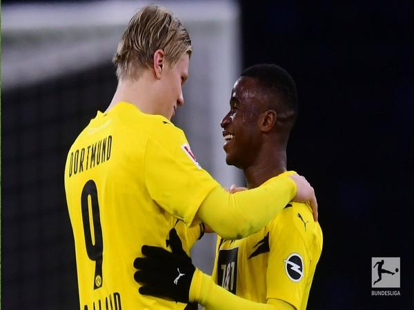 Borussia Dortmund strikers Erling Haaland and Youssoufa Moukoko (Photo/ Bundesliga Twitter)