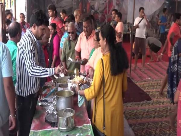 Amarnath Yatra Pilgrims enjoying langar services at Udhampur, Jammu and Kashmir on Tuesday morning. Photo/ANI
