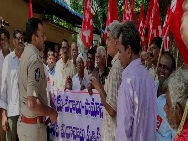 Left parties held a 'Raasta roko' protest against central government in Krishna district