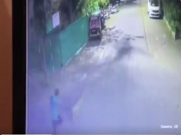 A camera footage of leopard attacking a man in Nashik, Maharashtra. (Image source: CCTV Footage)