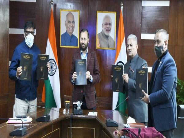 """Union Minister of Environment, Forest & Climate Change, Prakash Javadekar releases the """"Status of Leopard in India 2018"""" report (Photo/Twitter)"""