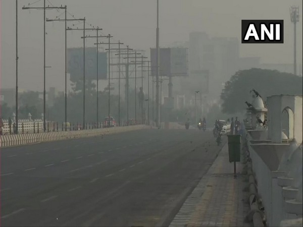 Lucknow reports poor visibility on Sunday morning as air quality deteriorates. (Photo/ANI)