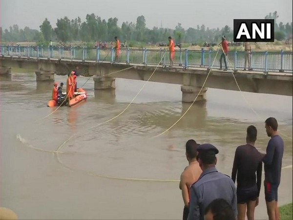 Rescue operation in Lucknow (Photo/ANI)