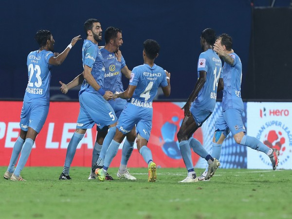 Mumbai City players celebrate after Hernan Santana scored the equaliser in the dying minutes of the first half during match against Chennaiyin. (Photo/ ISL)