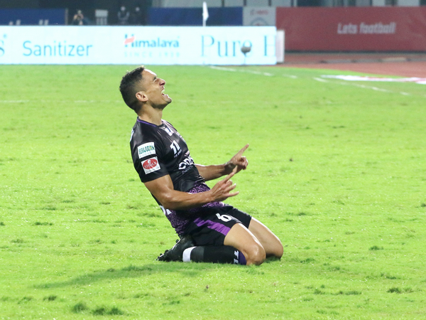 Odisha FC's Cole Alexander in action against NorthEast United (Photo/ Sportzpics)