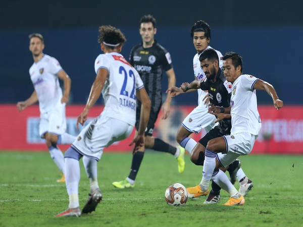 ATKMB's Jayesh Rane and CFC's Lallianzuala Chhangte vie for ball possession during match 42 of ISL 7 at the Bambolim Stadium on Tuesday. (Photo/ ISL)