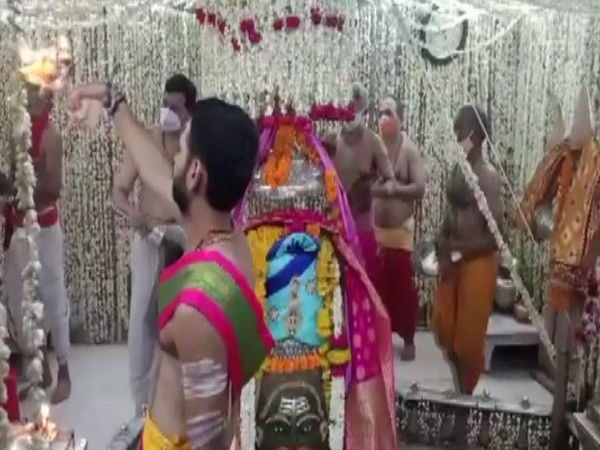 Priests performing the the Bhasma Aarti at Mahakaleshwar Temple on Monday (Photo/ANI)