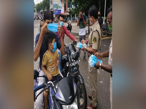 Raigarh police distributing masks to people on Monday. (Photo/ANI)