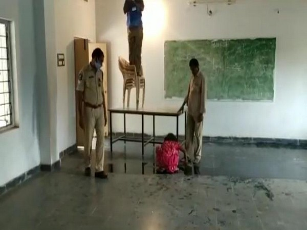 Minor girl working in the presence of constables causes concern, police orders inquiry. [Photo/ANI]