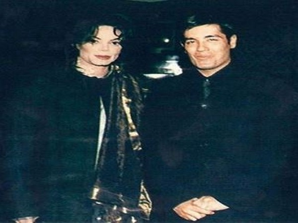 Michael Jackson with Manish Malhotra (Image Courtesy: Instagram)