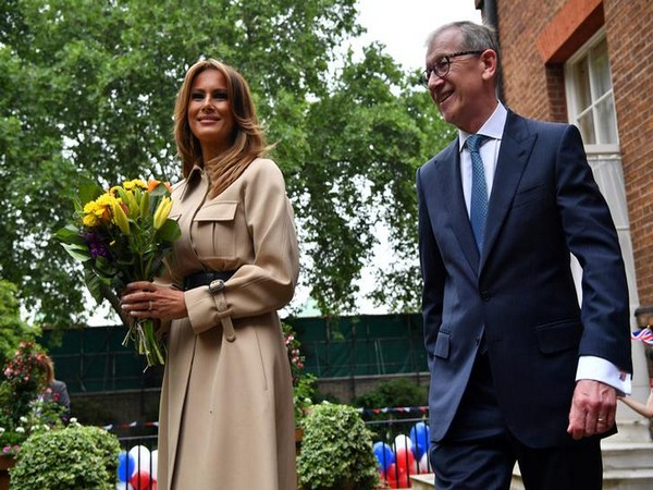 First lady Melania Trump and Britain's Prime Minister Theresa May's husband Philip attend a garden party at Downing Street on Tuesday. (Photo/Reuters)