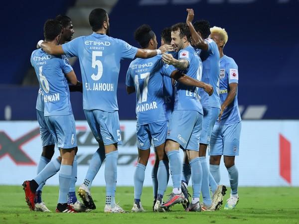 MCFC players celebrate teammate Le Fondre's goal against SCEB (Photo/ISL)