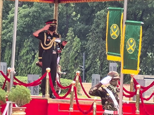 Indian Army Chief General MM Naravane paying tribute to fallen soldiers of Liberation War of 1971 (Twitter)