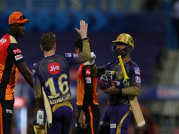 Eoin Morgan and Dinesh Karthik (Photo: BCCI/ IPL)