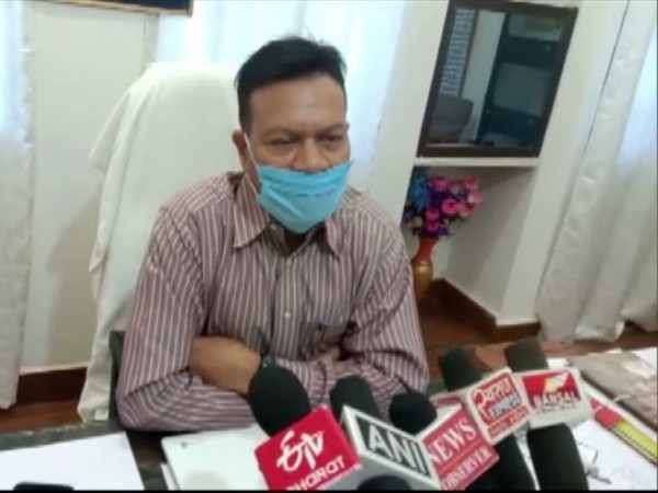 Superintendent of Police Sanjay Singh speaking to reporters in Dindori on Sunday. Photo/ANI