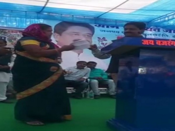 A woman named Asha confronted MP Minister Sukhdev Panse on Monday in Betul. Photo/ANI