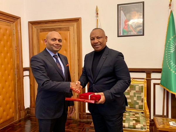 Indian ambassador to Madagascar Abhay Kumar and Prime Minister Ntsay Christian at Antananarivo on Monday