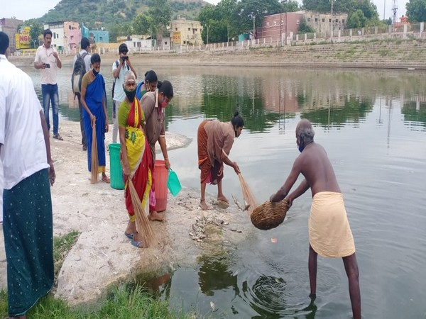 Hundreds of fishes were found dead in a temple pond in Madurai. [Photo/ANI]