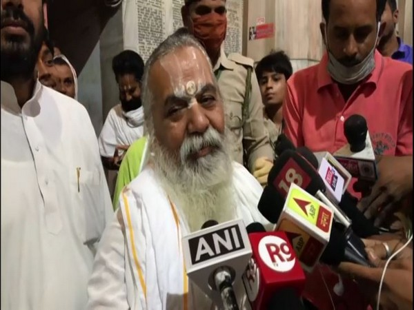 Mahant Kamal Nayan Das Ji Maharaj speaking to reporters in Ayodhya on Wednesday. [Photo/ANI]