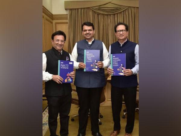 Pradeep Udhas, Office Managing Partner KPMG, Devendra Fadnavis, Hon'ble CM Maharashtra and Atul Nishar, President TiE Mumbai