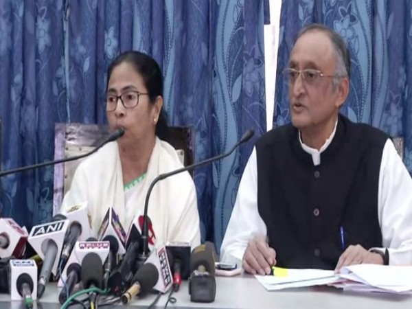 West Bengal Chief Minister Mamata Banerjee (left) and state Finance Minister Amit Mitra addressing a post-budget press conference on Monday. Photo/ANI