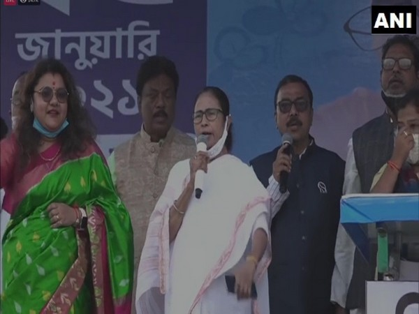 West Bengal Chief Minister Mamata Banerjee speaking at rally in Hooghly. (Photo/ANI)