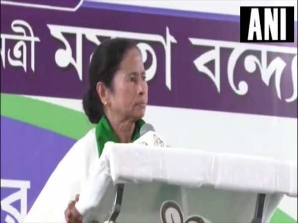 West Bengal Chief Minister Mamata Banerjee addressing a public rally