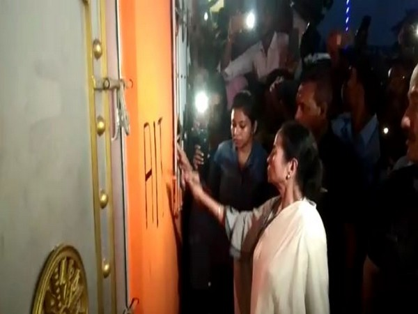 Mamata Banerjee painting TMC party symbol on re-captured office wall