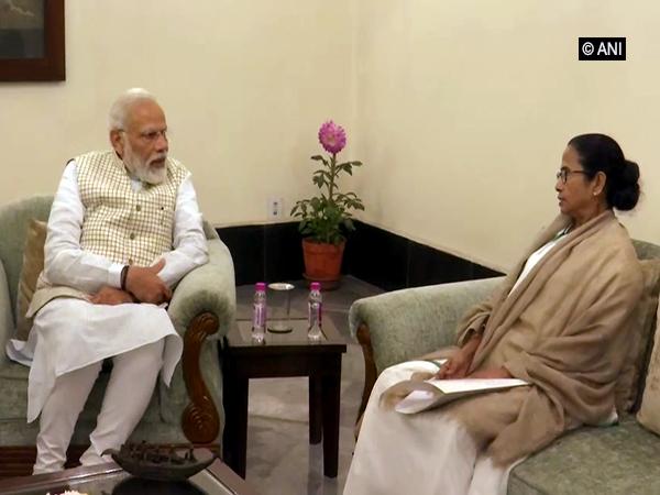 West Bengal Chief Minister Mamata Banerjee called on Prime Minister Narendra Modi on Saturday in Kolkata. Photo/ANI
