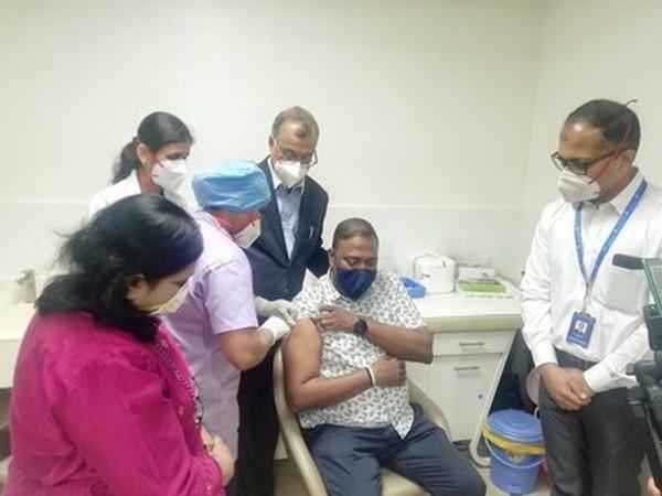 Mervin Vaiz (46) getting vaccination shot at Manipal Hospitals Old Airport Road