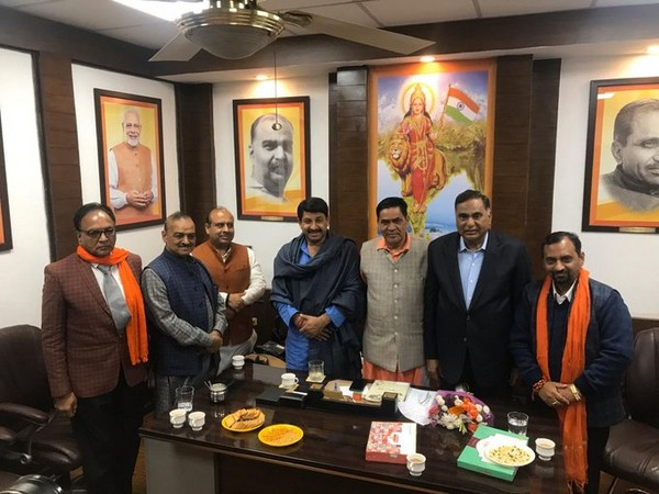 Delhi BJP chief Manoj Tiwari with newly elected MLAs at the party headquarters.