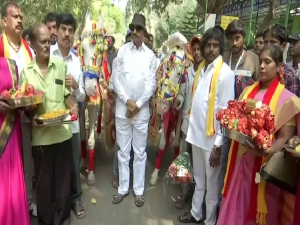 Vatal Nagaraj conducts marraige ceremony of two horses in Bengalur