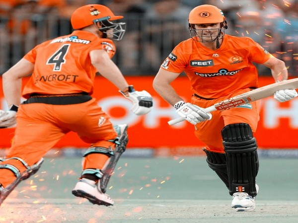 Mitchell Marsh and Cameron Bancroft during their opening partnership. (Photo/Perth Scorchers Twitter)