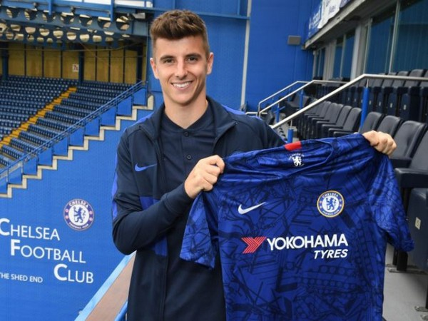 brand new bad64 b2df2 Mason Mount signs new five-year contract with Chelsea