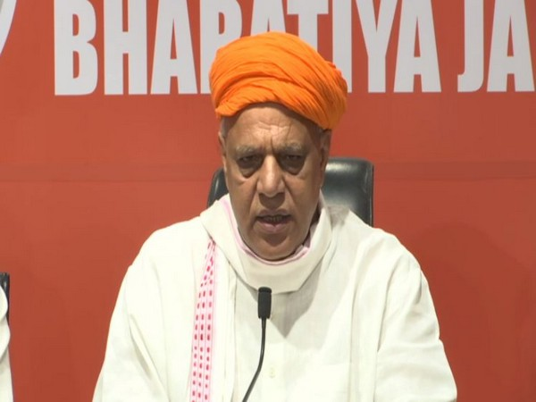 Bharatiya Kisan Morcha president Virendra Singh Mast talking at a press conference in New Delhi on Saturday. Photo/ANI