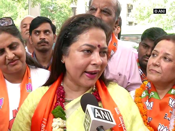 Meenakshi Lekhi celebrated birthday with people of her constituency. (Photo/ANI)