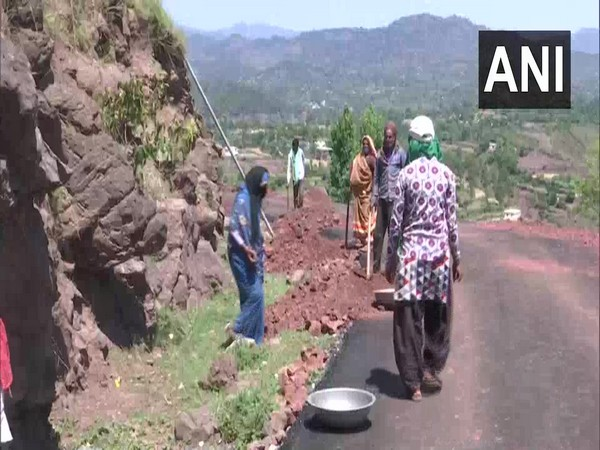 Migrant workers resume road construction work in Jammu and Kashmir on Saturday. Photo/ANI