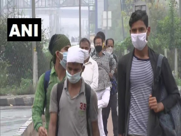 Migrant labourers on way to their hometowns amid lockdown in the country due to coronavirus. Photo/ANI