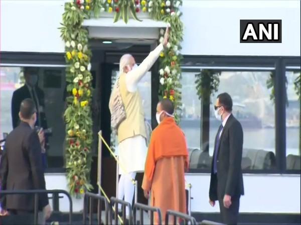 PM Modi and CM Yogi Adityanath offer prayers at Kashi Vishwanath Temple (Photo ANI)