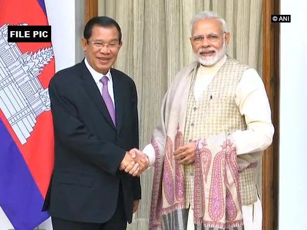 PM Modi with Cambodian PM Samdech Akka Moha Sena Padei Techo Hun Sen (File Photo)