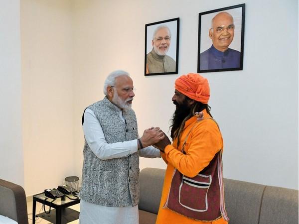 Prime Minister Narendra Modi with Mangal Kewat in Varanasi. photo/ANI