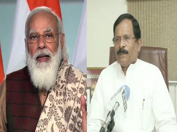 Prime Minister Narendra Modi (left) and Union AYUSH minister Shripad Naik. (File Photo)