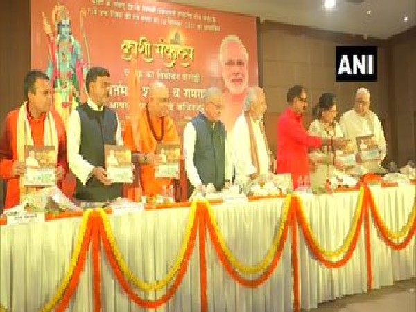 Visuals of Narendra Modi cake cutting by BJP workers in Varanasi