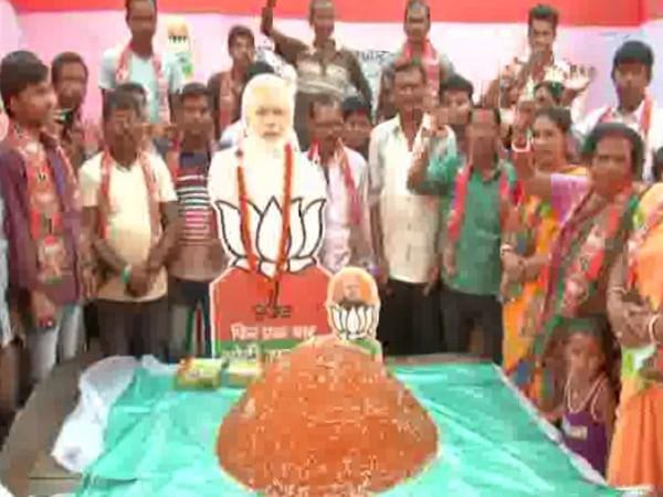 BJP workers in Jalpaiguri have prepared a 101 kg laddoo to wish Narendra Modi. Photo/ANI