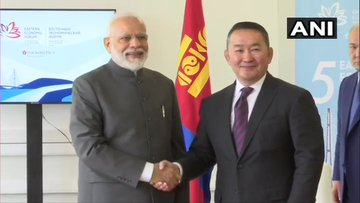 Prime Minister Narendra Modi and Mongolian President Khaltmaagiin Battulga (File photo)