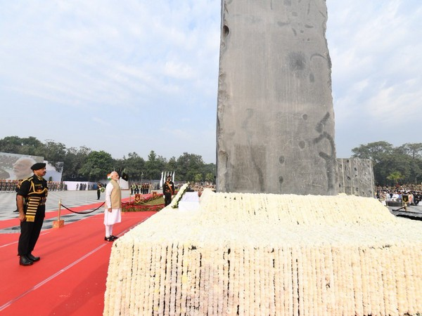Prime Minister Narendra Modi paying his tributes to slain police personnel at National Police Memorial in New Delhi on Monday. (Photo Credits: Narendra Modi's Twitter)