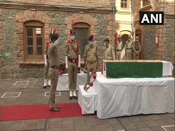 Wreath laying ceremony of police constable Mohd Altaf in Ganderbal, Srinagar. (Photo/ANI)