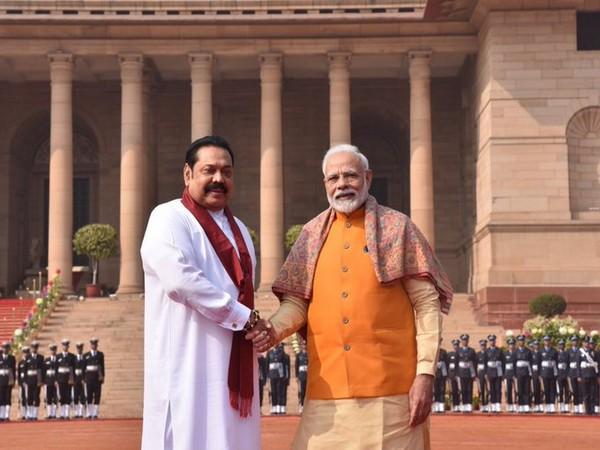 Prime Minister Narendra Modi with Sri Lankan counterpart Mahinda Rajapaksa